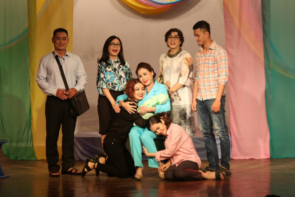 Thành Lộc đóng vai nữ trong 'Ngôi nhà không có đàn ông' bản dựng mới