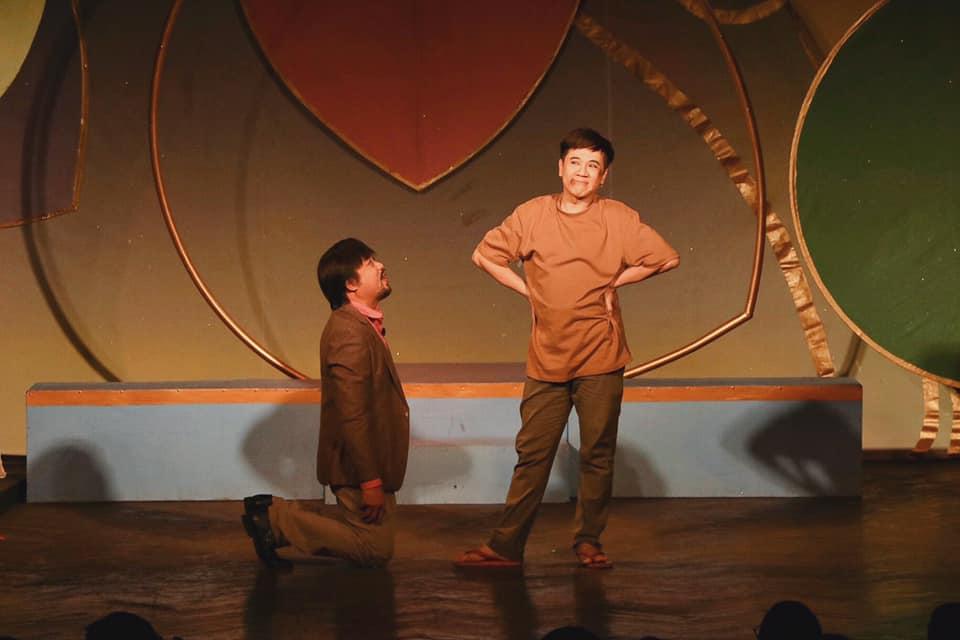 Vở kịch 'Mặt nạ bong bóng': Một cách sống trước vòng tròn thiện, ác